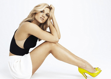 Ashley Roberts shows off her killer legs in tiny hotpants