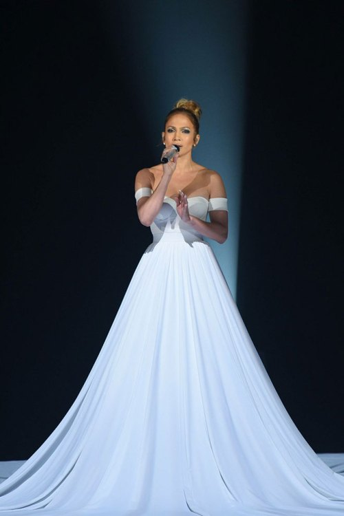 J LO JUST WORE THE CRAZIEST DRESS WE'VE EVER SEEN!!