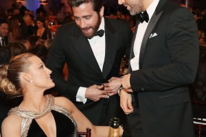 BEVERLY HILLS, CA - JANUARY 08:  EXCLUSIVE ACCESS - PREMIUM RATES APPLY. FACEBOOK OUT. 74th ANNUAL GOLDEN GLOBE AWARDS -- Pictured: (l-r) Actress Blake Lively, actor Jake Gyllenhaal, and actor Ryan Reynolds at the 74th Annual Golden Globe Awards held at the Beverly Hilton Hotel on January 8, 2017.  (Photo by Christopher Polk/NBC/NBCU Photo Bank)