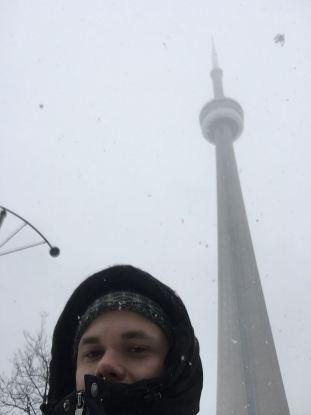 CN Tower och en frusen turist