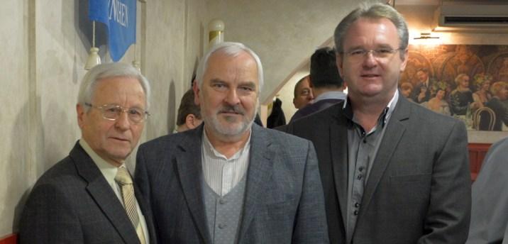 A képen balról jobbra sorrendben: Dékány László, dr. Horváth Károly és Petrik Sándor.