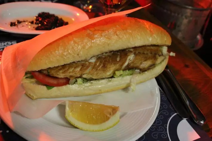Fish sandwich, things to do in istanbul, what to do in istanbul