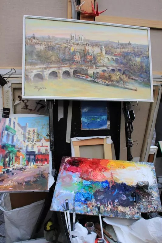 Place du Tertre painting art, paris arrondissements map, best places to visit in paris, paris arrondissements map, best places to visit in paris