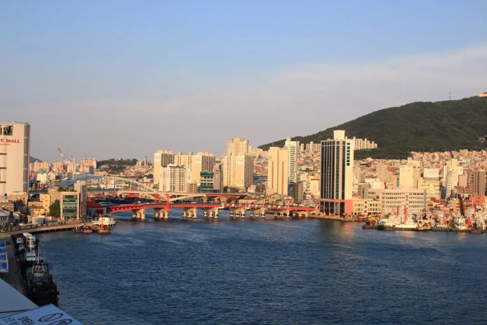 Yongdodaegyo Bridge|What to to Do, See and Eat in Busan Korea