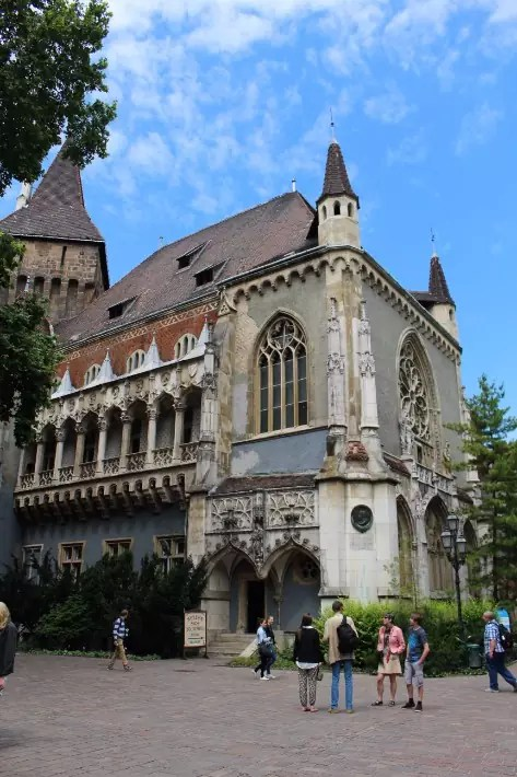 things to do in budapest, what to do in budapest, what to eat in budapest, hungary, vajdahunyad castle