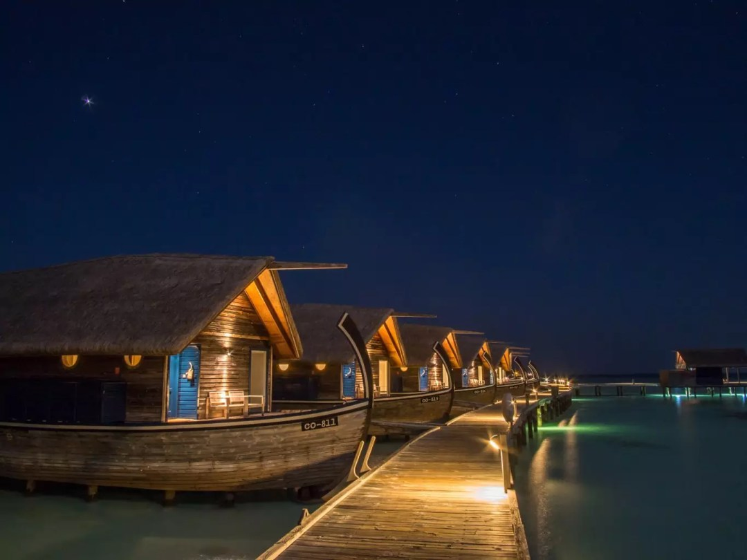 COMO-Cocoa-Island-dhoni-night maldives