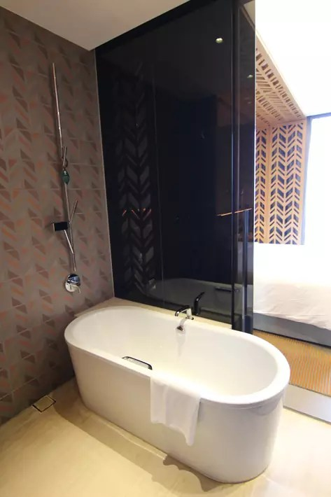 oasia hotel downtown club-room-ensuite-bathroom-bathtub