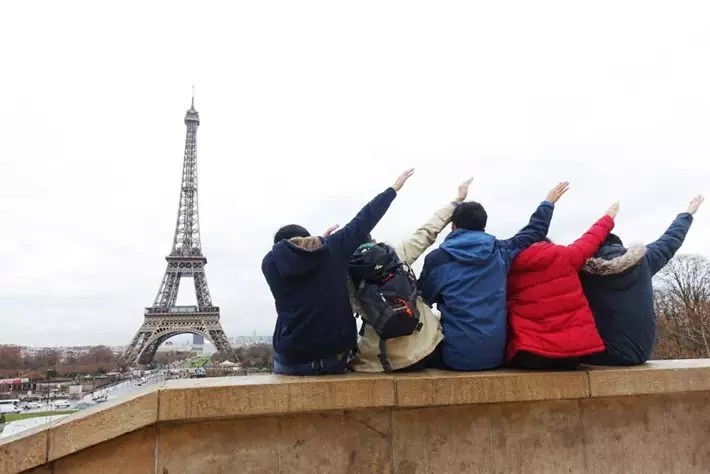 paris friends group cheryl student travel series