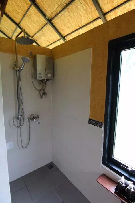 anurak community lodge khao sok national park bathroom
