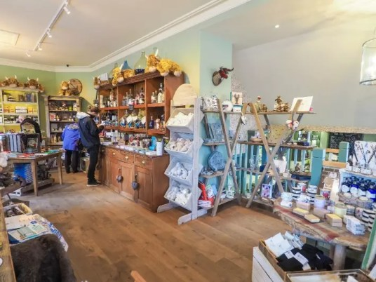 cute gift souvenir shop, Loch lomond, scotland itinerary