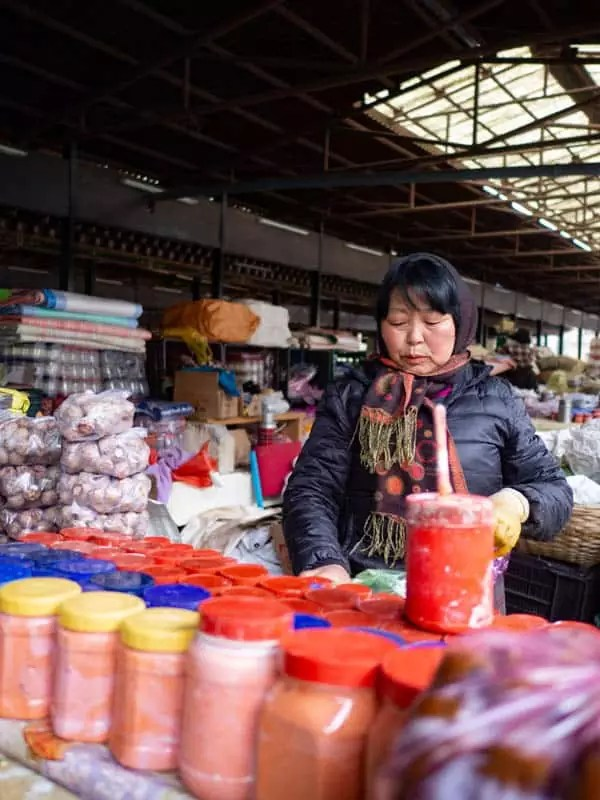Bhutanese-lady-selling-in-market-what-to-eat-in-bhutan