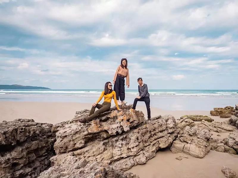 jervis-bay-cave-beach-rocks-australia