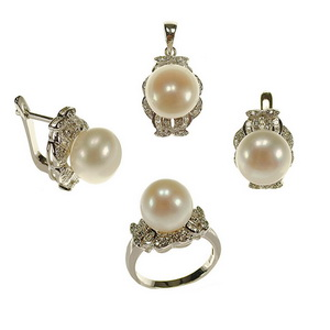 Set din argint cu perle de cultura si zirconiu