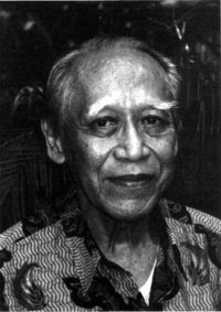 Keluarga adalah lingkungan di mana terdapat beberapa orang yang masih memiliki hubungan darah. Biografi Penulis: Soerjono Soekanto - Belbuk.com