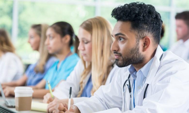 طلاب الطب
