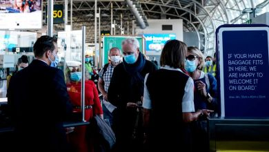 صورة تم منع شخص من الوصول إلى مبني المطار ولم يتمكن من السفر