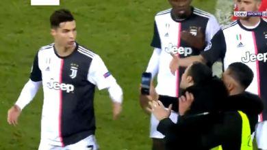 Photo of رونالدو ينفعل على مشجع بعد مباراة يوفنتوس وليفركوزن