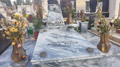 La salma di Totò Riina già tumulata nel cimitero di Corleone, la famiglia lascia il camposanto blindato