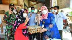 Bupati Serahkan Bantuan Sembako melalui E-Warong