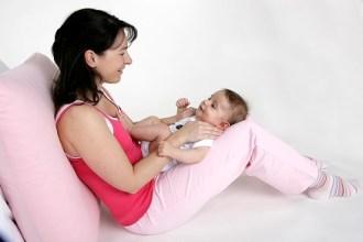 BabyShiatsu unterstützt die Mutter-Kind Bindung und fördert ganz nebenbei die Entwicklung des Kindes.