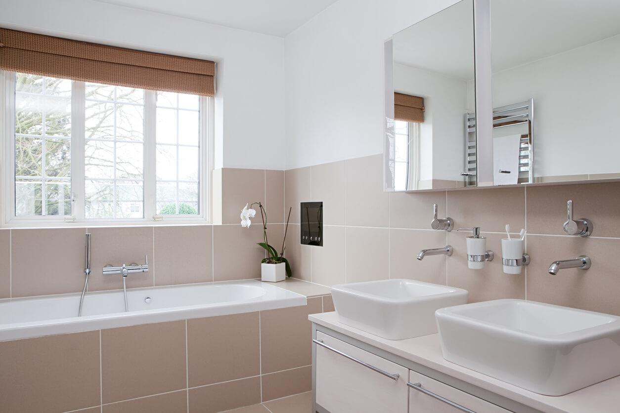 half tiled bathroom ideas that inspire