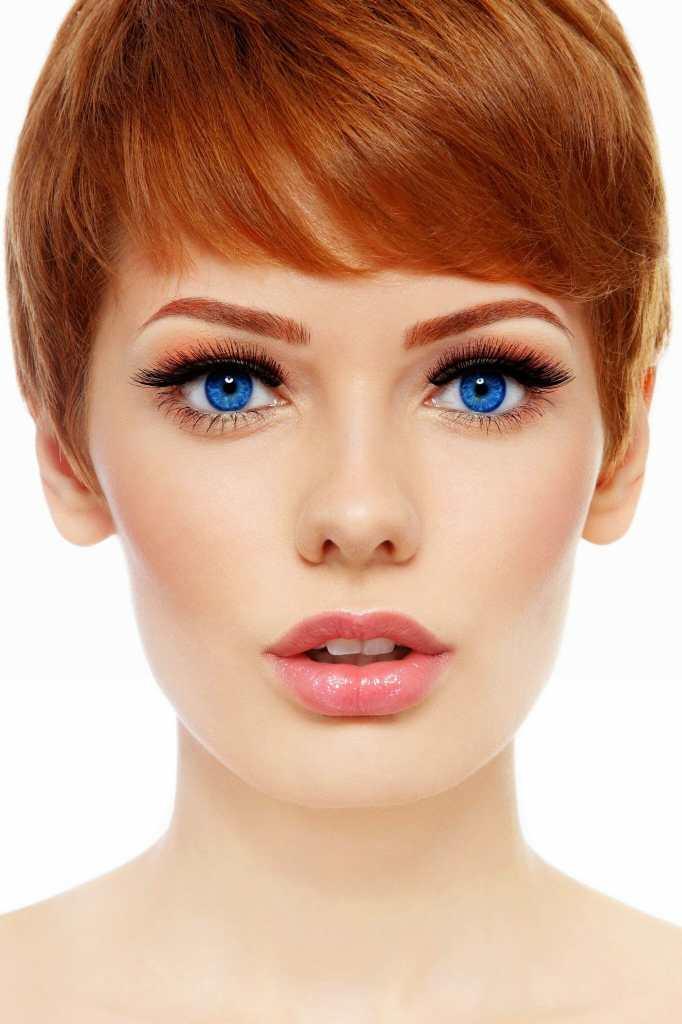Klassiset ripsipidennykset Kauneushoitola BellaHelena Oulu Finland Red Head Woman with Eyelash extensions