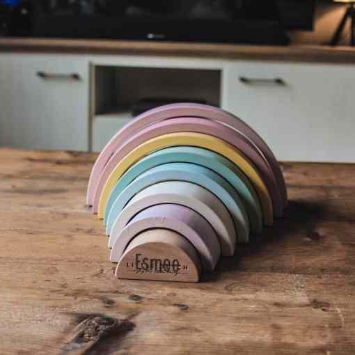Little dutch - Regenboogstapelaar- Adventure - Met naam - De Little Dutch houten regenboog is een houten stapeltoren in de vorm van een prachtige regenboog