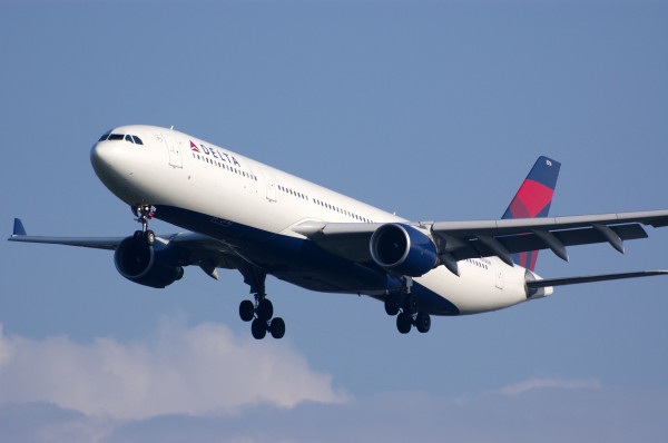 Delta Plane 600x398 - Delta Airlines Set to Start New York to Lagos Direct Flights