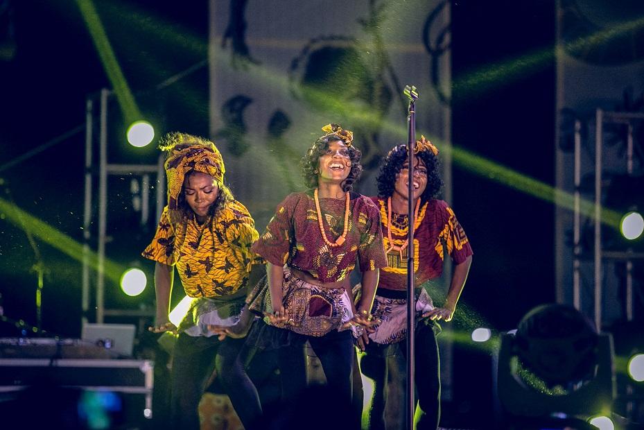 Adekunle Gold's 'Orente' dancers