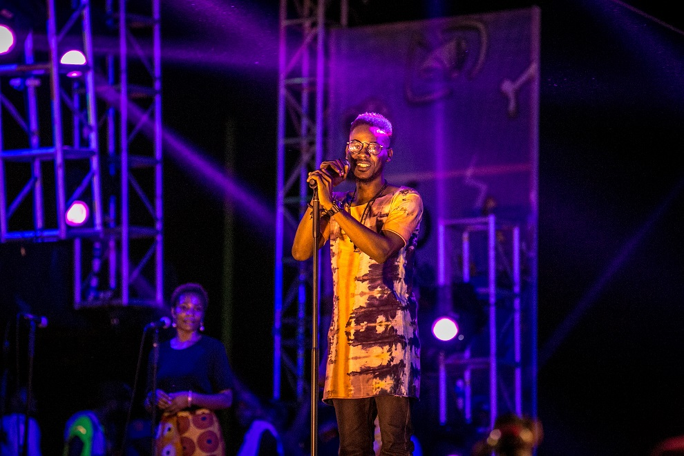 Orente' crooner on the #HeiinekenGidiFest stage