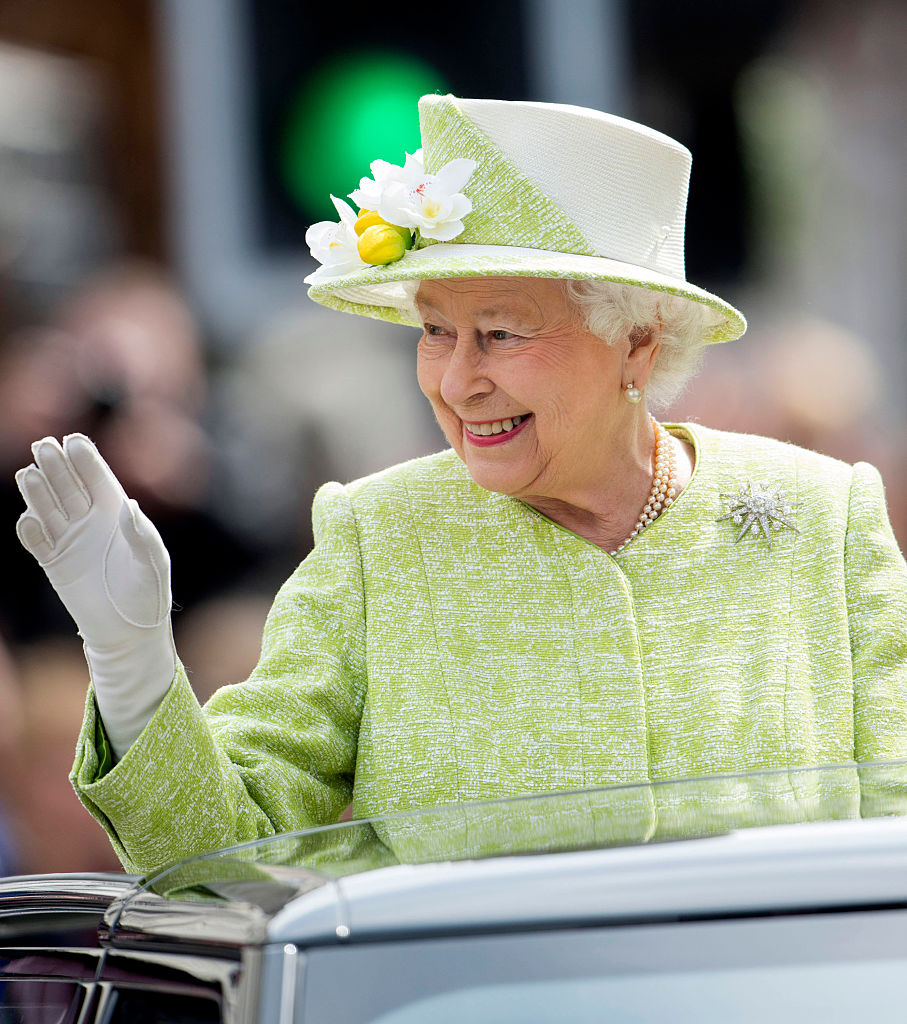 WINDSOR, ENGLAND - APRIL 21: Queen Elizabeth II on a walkabout to celebrate the Queen's 90th Birthday on April 21, 2016 in Windsor, England. (Photo by Mark Cuthbert/UK Press via Getty Images)