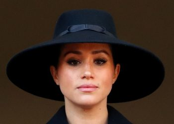 Meghan Markle, Kate Middleton, Princes Harry & Prince William join Queen Elizabeth for Remembrance Sunday