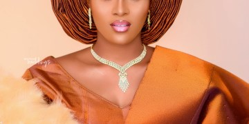 You'd Want to Rock this Two toned Burnt Orange Asooke for your Trad