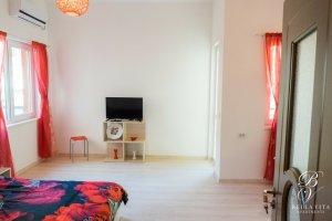 Обзаведен апартамент под наем Благоевград с климатик и голям телевизор мила