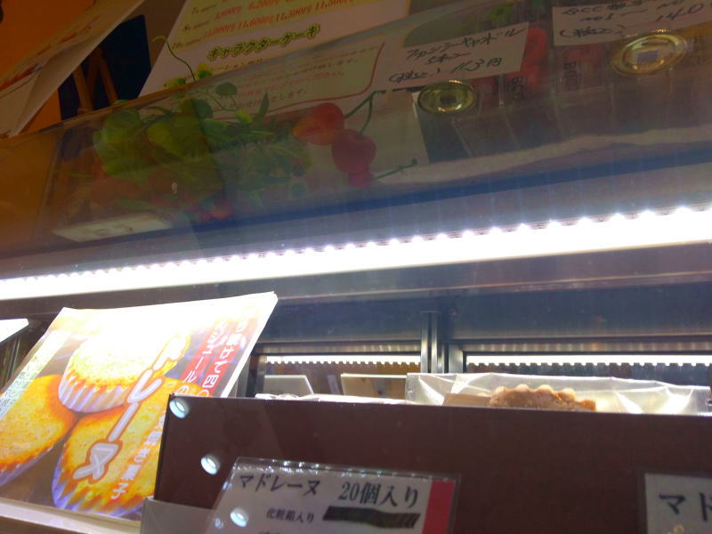 led2019 1 - 焼菓子ショーケーキにもLED増設 もちろんDIYで!