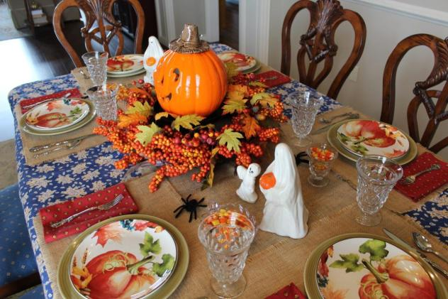 Belle Bleu Interiors-A Sweet and Spooky Halloween Table 12