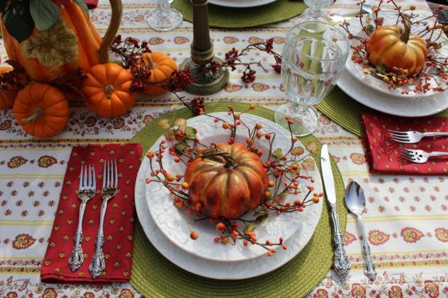 Belle Bleu Interiors Outdoor Fall Tablescape 1