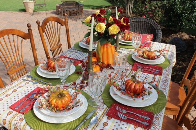 Belle Bleu Interiors Outdoor Fall Tablescape 5