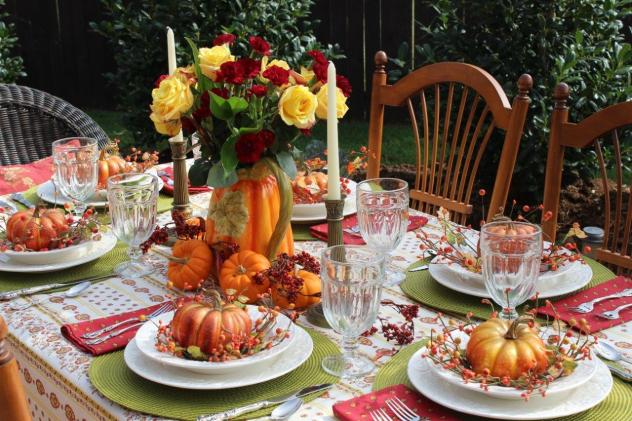 Belle Bleu Interiors Outdoor Fall Tablescape 9