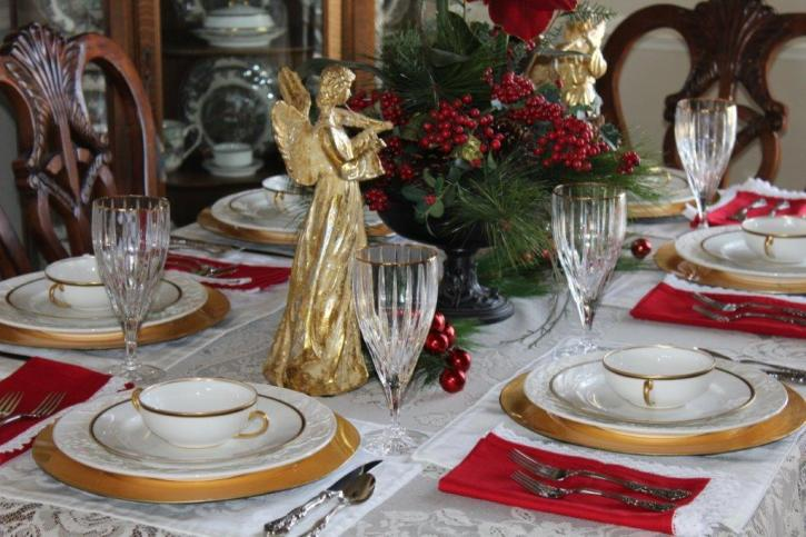 Belle Bleu Interiors Elegant Christmas Tablescape 1