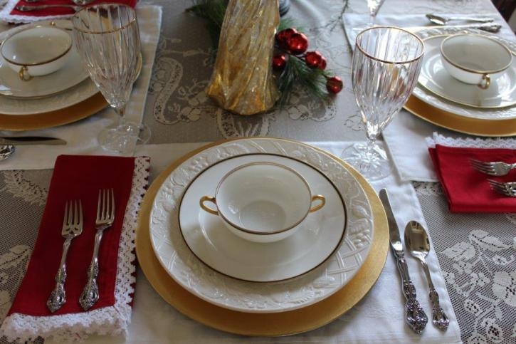 Belle Bleu Interiors Elegant Christmas Tablescape 6