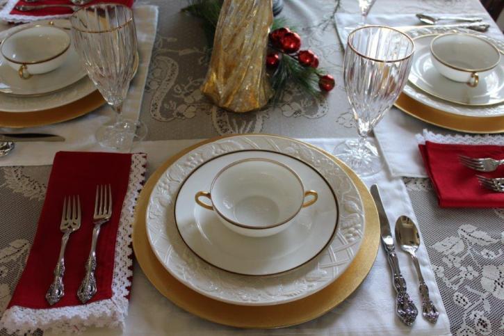 Belle Bleu Interiors Elegant Christmas Tablescape 6