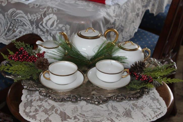 Belle Bleu Interiors Elegant Christmas Tablescape 7