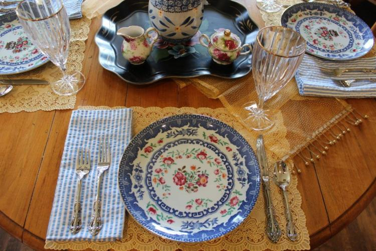 Belle Bleu Interiors A Cheerful and Bright Winter's Table 6