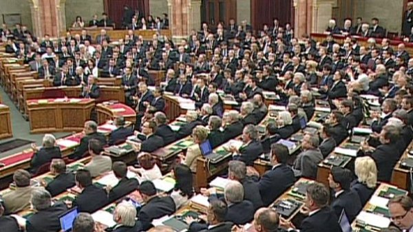 Hungary adopts constitutional changes proposed by Fidesz