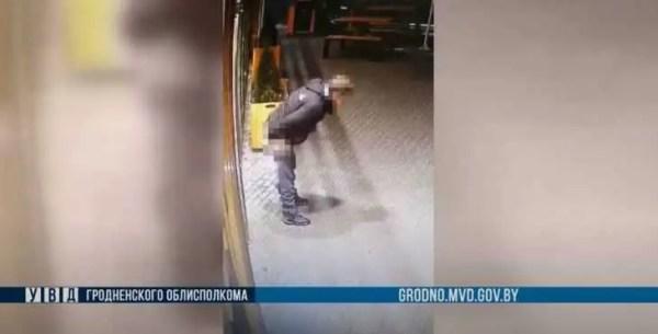 В Гродно пьяный грузчик устроил «голое представление» в ...