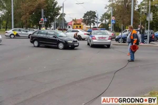 В Гродно троллейбусная линия рухнула на перекресток ...