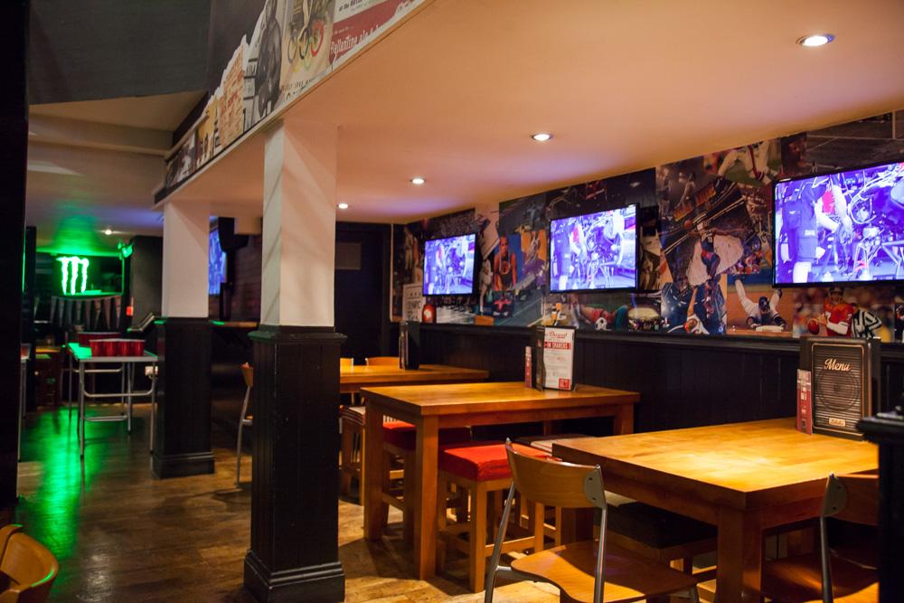 Sports Bar In London Bridge Belushis Late Night Bars