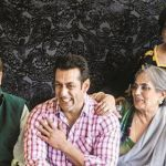 Salman Khan performs song at his parents' wedding anniversary