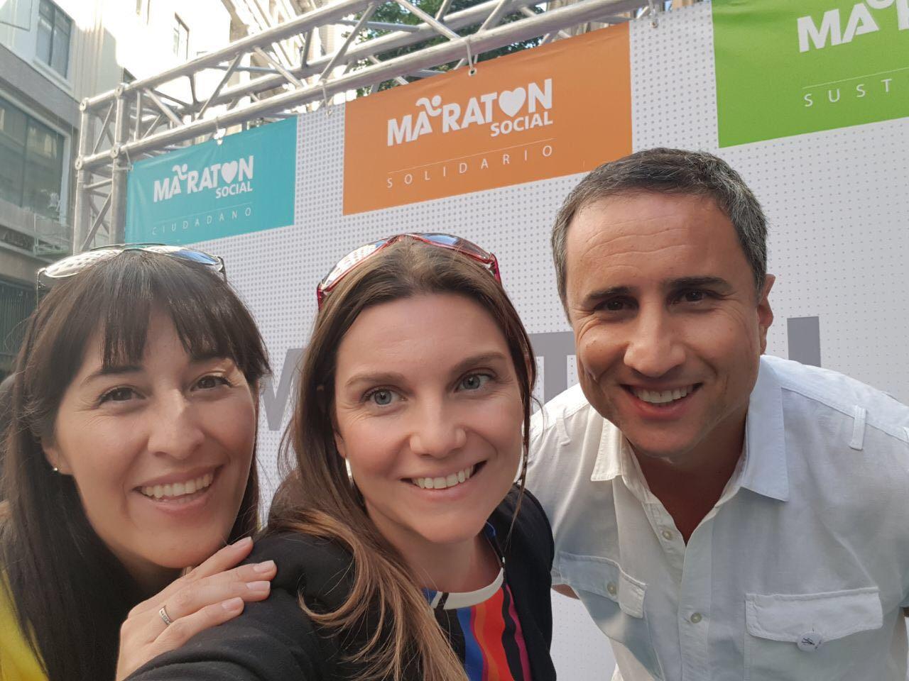 Rodrigo Guendelman junto a Kathya Alegría y Marcia Lühr de Bemark Comunicaciones